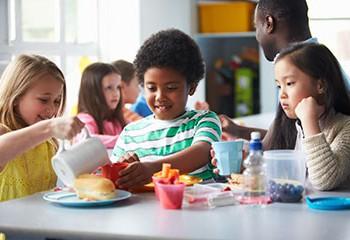 children-eating_03