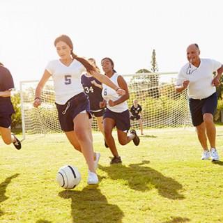 girls-play-football_01
